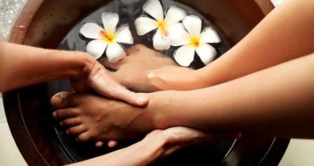 Japoński pedicure to nie tylko pielęgnacja samych paznokci, ale również i samych stóp.