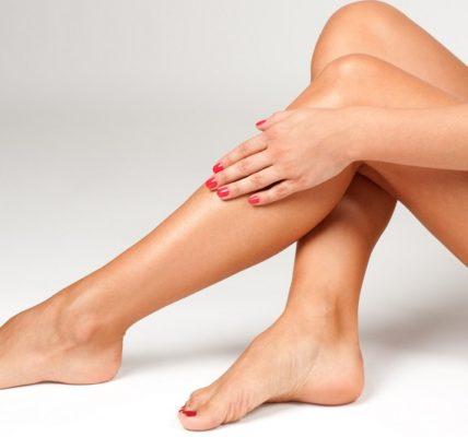 Zabieg skleroterapii oraz jego zastosowanie. Źródło grafiki: www.perfectskinderm.com.