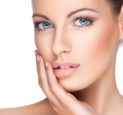 Depilacja twarzy - usuwanie wąsika, zarostu z brwi i brody. Zdjęcie: www.kanataskinclinic.ca.