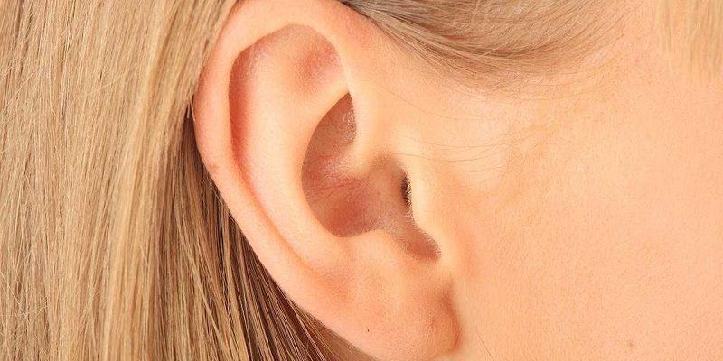Korekta operacyjna małżowiny usznej to inwazyjna metoda pozbycia się niedoskonałości w postaci chociażby zbytnio odstających uszu.