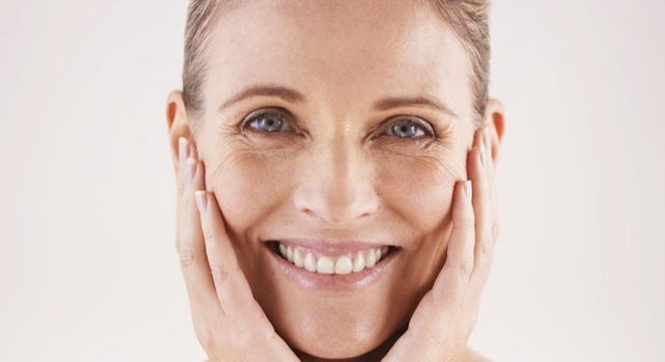 Radiofrekwencja mikroigłowa jest zabiegiem najczęściej stosowanym na skórę twarzy. Fotografia: reveallaserspa.com.