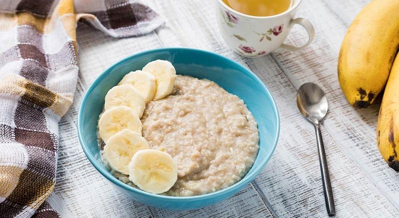 Dieta przy objawach biegunki. Jak radzić sobie z rozwolnieniem? Fotografia: agoramedia.com.