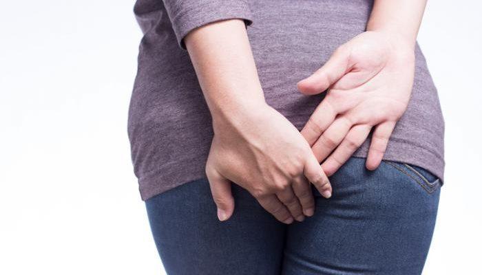 Przyczyny i objawy hemoroidów. Fotografia: medicalnewstoday.com.